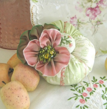 Button Bon-Bon Pincushion Nbr 820